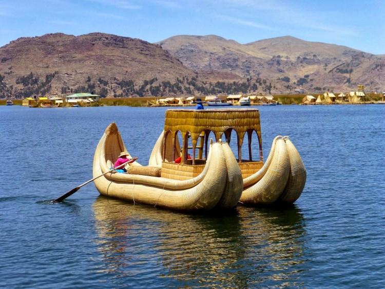 Βάρκα στη λίμνη Τιτικάκα, Περού
