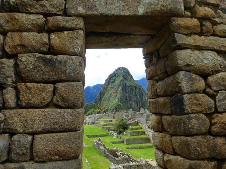 Παράθυρο με θέα το Μάτσου Πίτσου στο Περού